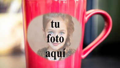 Photo of taza romántica roja del marco de la foto